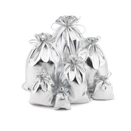 Bolsas de tela color plata con lazo a prueba de polvo Joyería Regalo de almacenamiento cosmético Bolsas de embalaje Boutique Tienda minorista Bolsa de embalaje de regalo desde fabricantes