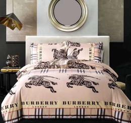 Edredón de marca online-Marca de lujo Juego de ropa de cama BBR Estilo de Inglaterra Juego de funda nórdica Estampado de moda Ropa de cama con funda de almohada Cama Textiles para el hogar