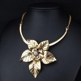 2019 gran collar vintage de oro Venta completaFashion Vintage Jewelry Antique Gold / Silver Big Flower Colgante Collar Declaración Gargantilla Collar Colgantes Para Mujeres XLL173 rebajas gran collar vintage de oro