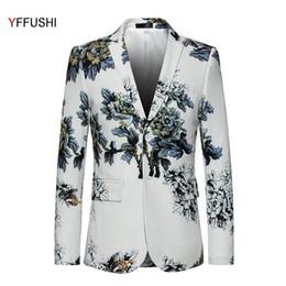 YFFUSHI Neue Stilvolle Männer Anzug Jacke Blumendruck Zwei Tasten Weiß  Blazer Party Presenter Kleid Slim Fit Mode Plus 6XL günstige blumen blazer d65c678853