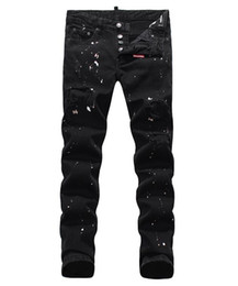 männer holey jeans Rabatt Europäische stehende Herrenjeans, Herrenjeans, ein Paar Röhrenjeans und schwarze bestickte Totenköpfe # 049