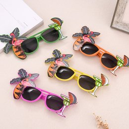 2020 occhiali da sole flamingo  Flamingo Party Occhiali ananas Hawaiian Beach Beer Occhiali da sole Cosplay Night Stage Fancy Dress up Eyewear Mask Kids Sunblock 120pcs AAA807 sconti occhiali da sole flamingo