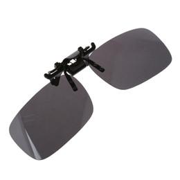 2019 clip polarizado de los vidrios de conducción Caliente Unisex Lente gris Recle Flip Up Gafas de sol de conducción Clip en gafas polarizadas rebajas clip polarizado de los vidrios de conducción