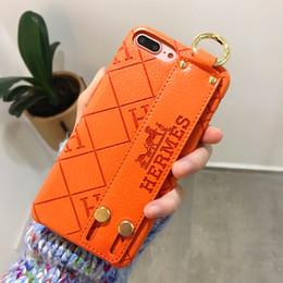 Cas de téléphone de bande en Ligne-Cas de téléphone portable bracelet pour IPhoneX XS Max Xr pour iPhone 6 6s 7 8 Plus X célèbre PU cuir PU Shell téléphone housse de poignet bande