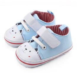 8cdbdb79652 Venta al por mayor- 2017 primavera otoño nuevo estilo bebé niños niñas niño  niños pequeños niños de dibujos animados lindo cabeza patrón de moda zapatos  ...