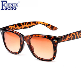 3442182cb6338 2017 Moda Óculos de Proteção UV400 Crianças Óculos De Sol Oculos de sol  Crianças Meninos Meninas Óculos de Sol com Casos Gafas