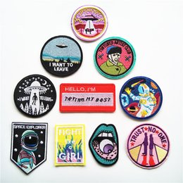 Ufo dekorationen online-Space Explorer UFO Stickerei Patches Für Kleidung Astronaut Mund Van Gogh Nähen Eisen Auf Applique Patch DIY Abzeichen Jeans Bekleidungsdekoration