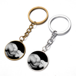 Wholesale unique for sale - Unique Fist Photo Design Keychain Baby Love Metal Key Ring For Father Day Gift 25mm Round Keys Charms Hot Sale 1 5sx Z