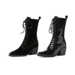 Bottes plates lacées en Ligne-Bottes Cheville Haute Qualité Flat Designer Chaussures Femmes De Luxe 2018 Automne Militaire En Cuir Combat Noir Automne Brevet Lace Up Martin Booties