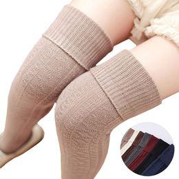 calze a maglia giapponese Sconti 2017 giapponese coscia alta caldissima calza da donna calza floreale Lolita bella lunga maglia lavorata a maglia calzino ragazze restano calze natalizie