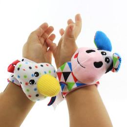 2 pcs ensemble enfants hochet poignet bell sangle 0-12 mois enfants infantile mignon animaux jouets bébé bande dessinée en peluche douce chaussettes ? partir de fabricateur