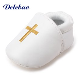 weiße taufschuhe Rabatt Delebao Pure White Taufe Taufe Golden Cross Muster Baby Boy Girl Slip-on flache Schuhe nur nach USA