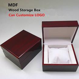 holzuhr-logo Rabatt 2018 MDF Holz Uhr Aufbewahrungskoffer New Wood Red Display Mechanische Geschenkboxen Schmuck Pack Fällen können LOGO anpassen