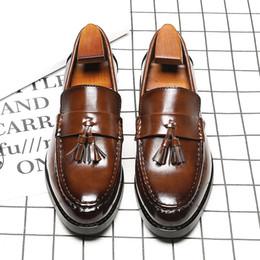 Traspirante marrone / nero versione coreana della nuova moda punta a punta Inghilterra mocassini Mens Business Dress Shoes con nappa da