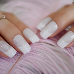 uv false nagelkit Rabatt 24pcs / kit klare weiße Squoval gefälschte Nägel Medium UV Gel natürliche Französisch Nagel Acryl falsche Nagel Tipps Accessorries