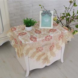 Encaje y mesa de sobremesa bordados con un elegante y minimalista hogar, cuatro tipos diferentes de bordados de estilo desde fabricantes