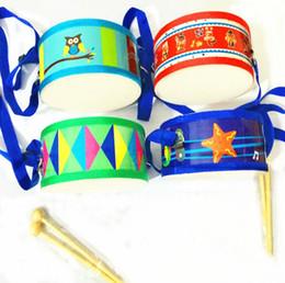 Instrumentos de percussão frente e verso tambor de 15 cm de madeira frente e verso de fábrica por atacado mãos das crianças batendo tambor Diâmetro 15 cm duplo sid de