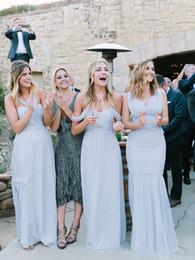 2019 New Sexy Beach abiti da damigella d'onore blu ghiaccio chiffon increspato al largo della spalla estate abiti da festa di nozze lungo a buon mercato semplice vestito per le ragazze da