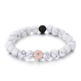 Bracelets d'amitié fleur en Ligne-À la mode Blanc Noir Couleur Simple Brin Bracelets Pour Femmes Mignon Rose Émail Fleur Perlé Bracelet Amitié Cadeaux Vente Chaude