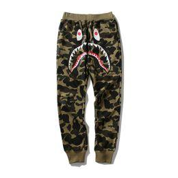 Hip hop street mens ropa online-Pantalones de diseño para hombre A Baño HIP HOP camo Tiburón boca mono de algodón al aire libre desgaste otoño mens joggers Street clothing tamaño m-2xl