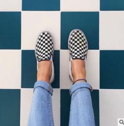 2018 WomenMen zapatos de lona moda Skate zapatos casuales a cuadros Slip on Basket Flats Tenis TAMAÑO 35-44 desde fabricantes