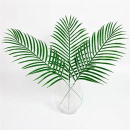 Folhas verdes falsas on-line-15 pcs Plástico Artificial Deixa Plantas Verdes Falso Palm Tree Folha Verdura Para Arranjo de Flores Florais Decoração Do Casamento
