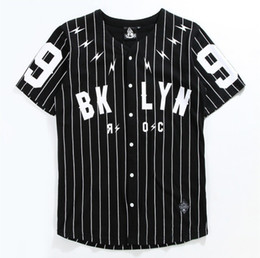 T-shirt de baseball noir en Ligne-V-Neck Man's Shirt Cardigan à manches courtes No. 99 Baseball Outer Black T-shirt rayé blanc