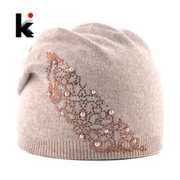 2019 chapéu angora Moda De Malha Cor Sólida Chapéu Com Pérola Strass  Mulheres Outono Inverno Quente f8fb177969a
