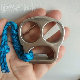 Acero inoxidable EDC hecho a mano Tiger Finger Punch Knuckle Duster abrebotellas 62mm * 60mm * 14mm Espejo Pulido Tratamiento de Superficie 140g / pc desde fabricantes