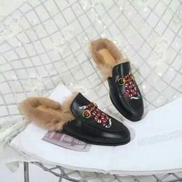 Canada Haute Qualité D'hiver Femmes De Fourrure De Lapin Pantoufles Femmes À L'intérieur Sandales Filles De Mode En Cuir Véritable broderie Diapositives Avec Boîte # N41 supplier embroidery for girls Offre