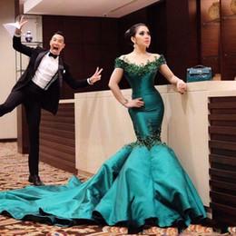 vestido sexy corriendo Rebajas = Ilusión verde oscuro Mangas cortas Satén 2018 Sirena Vestidos de noche Apliques Con cuentas Capilla Tren Fiesta formal Alfombra roja Vestidos de gala