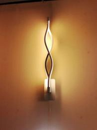 Moderne minimaliste créatif chambre allée salon TV fond LED en aluminium vague lampe de mur ? partir de fabricateur