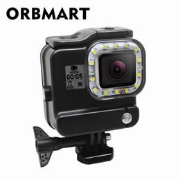 Luces de video bajo el agua online-venta al por mayor 2 en 1 carcasa impermeable cubierta de la caja luz de buceo bajo el agua 30M luz LED de video para la cámara deportiva negro héroe 5 6 Gopro