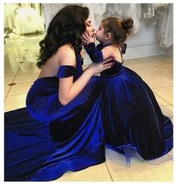 Wholesale Velvet Blue Girl Dresses - Elegant Royal Blue Ball Gown Girl's Pageant Dresses Velvet Off Shoulder Long Sleeve Floor Length Kids Formal Wear Pageant Girl Party Dress