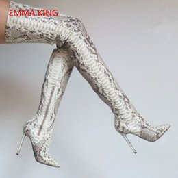 2019 botas de boda invierno femenino 2018 Snake Print Botas largas Punta estrecha Sexy Thin High Heels Fiesta de boda sobre la rodilla Botas de cuero Mujer Zapatos de invierno botas de boda invierno femenino baratos