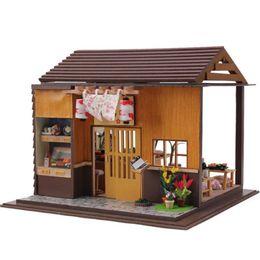 Hoomeda fai da te in legno casa delle bambole in miniatura giocattoli bambola con copertura di mobili LED Sushi Bar in stile giapponese decorazione della casa regalo da