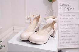 Vestido de zapato de las señoras coreanas online-Zapatos coreanos calientes de la novia Zapatos beige de vestir de boda Arco hebilla Tacones altos de cabeza redonda Zapatos solos ásperos Tacones altos para damas Tres colores selectos