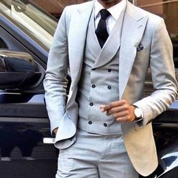 Negocio de los hombres chaleco gris online-Light Grey Groom Tuxedos Peak Lapel Men Wedding Tuxedos Hombres de negocios Cena de negocios Prom Blazer Traje de 3 piezas (chaqueta + pantalones + corbata + chaleco) 11