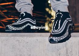 2018 New Arrive 97 Reflective Logo 3M Zapatillas para correr para hombre Cojín Negro Rojo Edición de aniversario Zapatillas de deporte 97S Deportes Jogging Entrenadores 40-46 desde fabricantes