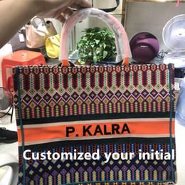 Libros coloridos online-2018 nuevo bolso de estilo caliente bolso de mano colorido bolso grande personalización bordada personalizada su inicial