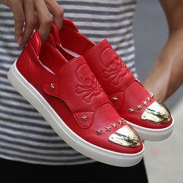 Uomini caldi Giovani scarpe casual Rosso nero Lace Up Calzature di marca  Fondo in gomma da uomo Sneakers moda confortevole scarpe casual per adulti cccfd509785