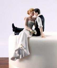 Figurine per pasticciere di torta online-2017 vendita calda decoracion boda boda bomboniera e decorazione - l'aspetto dell'amore sposa sposo coppia figurine cake topper K6367