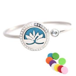 lotus edelstahl armband Rabatt 25mm Lotus Edelstahl Aromatherapie Medaillon Armband Armreif ätherisches Öl Diffusor Medaillon Armband mit 10pcs Filz Pads