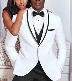 2019 traje hermoso de los hombres de la boda Beautiful One Button White Groom Tuxedos Men Trajes formales Hombres de negocios usan trajes de boda para la cena de graduación por encargo (chaqueta + pantalón + corbata + chaleco) NO; 6 traje hermoso de los hombres de la boda baratos