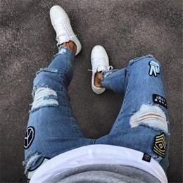 2019 collant ricamati all'ingrosso jeans da uomo biker buco ricamato designer Slim decalcomanie elastiche stretto pantalone skinny plus size 3XL commercio all'ingrosso libero di trasporto collant ricamati all'ingrosso economici
