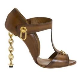 Tacones de aguja nuevas cadenas sexy online-2017 Verano OULU Nueva Roma Street moda sexy cadena de metal sandalias de tacón de aguja zapatos de fiesta de mujer