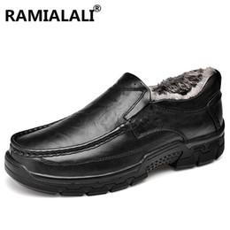 Ramialali New Bequeme Echtes Leder Herren Schuhe für Business Herren Leder  Freizeitschuhe Winter Warm Vater Faulenzer f77df20387