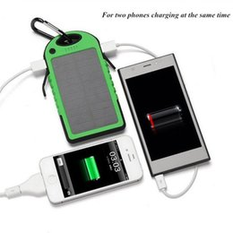 Tableta universal pc de la batería online-Cargador solar portátil de alta calidad 5000mAh a prueba de agua a prueba de golpes a prueba de polvo Solar powerbank batería externa para la tableta del smartphone pc MP4 i
