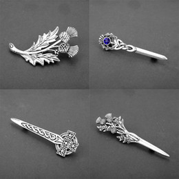 fashion flowers brooch Coupons - dongsheng Scotland Thistle Sword Brooches Pins Fashion Outlander Jewelry National Flower Brooches For Men Women Cosplay Gift-40