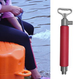 Mano flotante online-Bomba manual de kayak que flota la bomba manual de agua de la sentina Accesorios de la canoa del kajak para el rescate